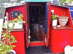 Beautiful Narrowboat for sale - mooring until April 2016 on Gumtree. Regrettable sale of my beautiful and much loved narrowboat. Ba'r'te Bater is a 56 ft berth narrow Exterior Colors, Interior And Exterior, Narrowboat Interiors, Bohemian Decorating, Narrow Boat, Gypsy Living, Boat Projects, Canal Boat, Floating House