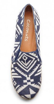 Navy and white patterned flats// Great for nautical style//