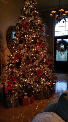 2014 Traditional, woodland Christmas tree