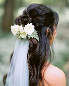 Sarah Winward made a flower comb of baby roses and ferns for this bride's hair and attached it to her floor-length veil. Kali Chris Hair