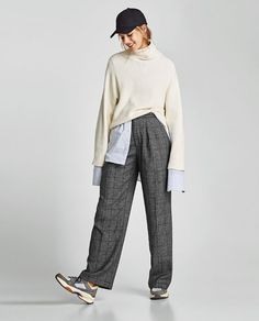 A pair of pants for any occasion. The new collection is here at ZARA online. Enter now and discover all the pants of the new collection at ZARA. Wide Pants, Wide Leg Trousers, Trousers Women, Pants For Women, Studio Poses, Checked Trousers, Unisex Fashion, Feminine Fashion, Chic