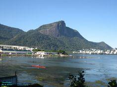 Remo é um esporte muito praticado na Lagoa Rodrigo de Freitas. Rio de Janeiro