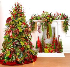 This website has dozens of ideas for mantle & beautiful Christmas tree decor! Pretty Christmas Trees, Noel Christmas, Winter Christmas, All Things Christmas, Christmas Wreaths, Christmas Crafts, Green Christmas, Whimsical Christmas, Xmas Trees