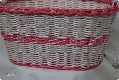 Поделка изделие Плетение Корзинковая тема  Корзина первая   Трубочки бумажные фото 18