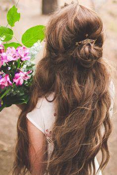 Diy half-updo wedding hair tutorial — the bohemian wedding Bridesmaid Hair Half Up, Wedding Hairstyles Tutorial, Hair Videos, Pretty Hairstyles, Kid Hairstyles, Natural Hairstyles, Her Hair, Hair Inspiration, Curly Hair Styles