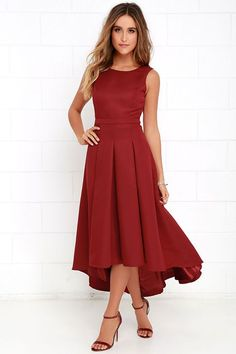 When you pass by in the Paso Doble Take Wine Red High-Low Dress, heads will always turn! Take a twirl in this well-constructed sleeveless woven stunner, with princess seams, and open back with top button. Banded waist leads into a pleated high-low skirt. Hidden back zipper with clasp.