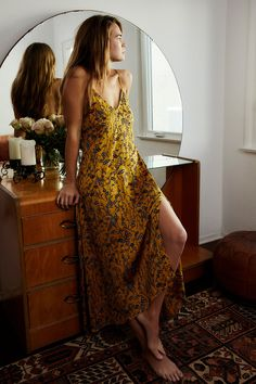 Bohemian Maxi Dress - Boho outfit, bohemian design clothing, hippie clothes Source by - Hippie Stil, Mode Hippie, Hippie Masa, Hippie Bohemian, Vintage Bohemian, Boho Outfits, Summer Outfits, Fashion Outfits, Cute Hippie Outfits