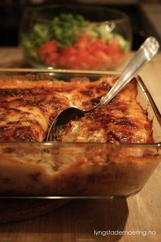 Dette er en klassiker. Jeg husker godt toro-pakningen som bød på norsk moussaka med poteter. Jeg har fremdeles ikke fått smaken på aubergine, så jeg fortsetter trenden som toro introduserte meg for... Moussaka, Low Fodmap, Ground Beef, Macaroni And Cheese, French Toast, Food And Drink, Potatoes, Healthy Recipes, Dinner