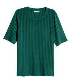 Dark green. Fitted top in soft jersey with short sleeves.