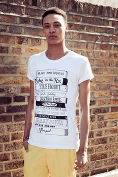 Recommended Reading t-shirt.  Illustration by Nic Farrell.