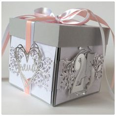 Silberne Jahre - Gifts box ideas, Gifts for teens,Gifts for boyfriend, Gifts packaging Love Scrapbook, Wedding Scrapbook, Scrapbook Cards, Magic Box, Boite Explosive, Wedding Cards, Wedding Gifts, Exploding Gift Box, Diy Gift Box
