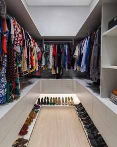 Wardrobe Room, Wardrobe Design Bedroom, Bedroom Closet Design, Master Bedroom Closet, Home Room Design, Dream Home Design, Home Interior Design, Small Master Closet, Wardrobe Storage