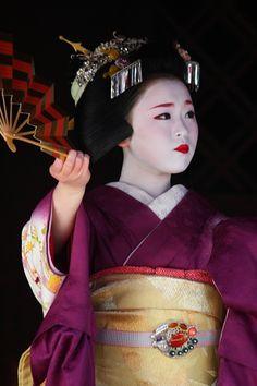 kamishichiken: February 2013: maiko Ichimari dancing at Kitano Tenmangu shrine for Setsubun. Both she and Ichitomo wore special tayuu (courtesan) hairstyles (source).