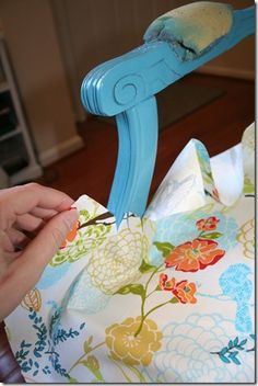 10 Knowing Cool Tips: Upholstery Cleaner Tutorials upholstery box.Upholstery Tufting Sofas upholstery diy how to remove. Do It Yourself Furniture, Reupholster Furniture, Furniture Repair, Do It Yourself Home, Upholstered Furniture, Furniture Makeover, Furniture Refinishing, Furniture Online, Living Room Upholstery