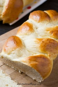 This beautiful Egg Twist Bread is an impressive but easy homemade bread. It's soft with a lightly sweet flavor. Serve this braided bread to guests! Yeast Bread Recipes, No Yeast Bread, Bread Baking, Bread Cast, Flat Bread, Pizza Recipes, Best Homemade Bread Recipe, Braided Bread, Breads