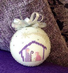 Pallina per albero di natale ricamate a punto croce, presepe - cross stitch, Christmas decorations, nativity - boules de noël, point de croix, nativité