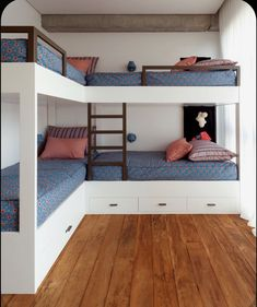 Colorful Brazilian Home Inspired by Ethnic Decor Styles Colorful Brazilian Home Inspired by Ethnic Decor Styles - InteriorZine Bunk Bed Rooms, Bunk Beds Built In, Kids Bunk Beds, Bunk Bed Ideas For Small Rooms, Four Bunk Beds, Bunk Beds For Boys Room, Modern Bunk Beds, Cozy Bedroom, Bedroom Decor