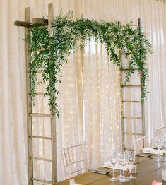 Basit ve göz alıcı... Doğanın uyumu bu olsa gerek. Uzun tahta parçaları birbirine sabitleyerek (illa merdiven olmasına gerek yok ya) ve üstüne de sahte veya gerçek bitkilerle oldukça kolay oluşturulabilecek bir arkaplan. Ayrıca takılan ledlerle de estetik bir fotoğraf çekimi alanı olmuş. . . . .  #wedding #engagement #weddingorganization #düğün #düğünorganizasyonu #düğünhazırlıkları #fotoğraf #photography #fotoğrafköşesi #photobooth #natural #flower #background #arkaplan Ganapati Decoration, Baptism Decorations, Ideas Para Fiestas, Christening, Ladder Decor, Dream Wedding, Wreaths, Instagram Posts, Home Decor