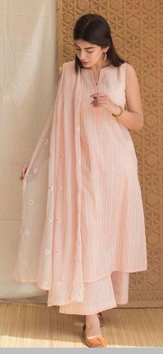 Simple Pakistani Dresses, Indian Gowns Dresses, Indian Fashion Dresses, Pakistani Dress Design, Indian Designer Outfits, Simple Kurta Designs, Kurta Designs Women, Stylish Dresses For Girls, Stylish Dress Designs
