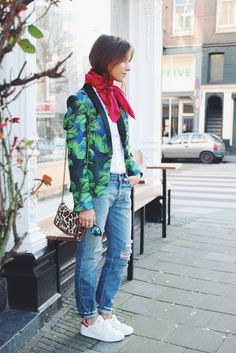 Lizzy van der Ligt in a printed blazer, button-down shirt, distressed jeans, and sneakers