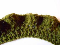 DIY: How to crochet a ruffled edge. Crochet Ruffle, Knit Crochet, Crochet Tank Tops, Crochet Edgings, Yarn Projects, Crochet Blankets, Afghans, Refashion, Fiber Art