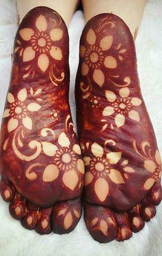 Wedding Henna Designs, Mehndi Designs Feet, Floral Henna Designs, Legs Mehndi Design, Indian Mehndi Designs, Modern Mehndi Designs, Mehndi Design Pictures, Henna Designs Easy, Beautiful Henna Designs