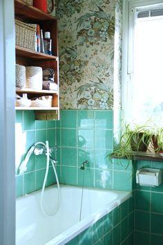 50 Ideas For Bathroom Bathtub Vintage Interior Design Bathroom Niche, Neutral Bathroom, Brown Bathroom, Bathroom Wallpaper, Downstairs Bathroom, Of Wallpaper, Modern Bathroom, Small Bathroom, Bathroom Green