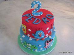 Aprenda como decorar o bolo da galinha pintadinha com pasta americana. Sucesso total, é um dos temas mais pedidos em festas infantis atualmente. E para você fazer o bolo, um vídeo completo, com os moldes e todas as etapas.
