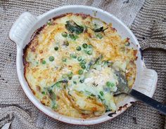 For an easy yet delicious weekday supper it's hard to beat this Simple Fish Pie. If you want you can add things like shellfish and various herbs & Easy Fish Pie Recipe, Easy Pie Recipes, Cod Recipes, Seafood Recipes, Cooking Recipes, Simple Fish Recipes, Bulk Cooking, Trout Recipes, Shellfish Recipes