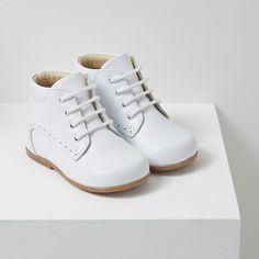 d0d71da623bb5 Chaussures pour bébé   bottillons en cuir lisse blancs Chaussures Fille