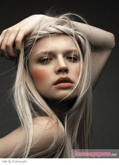 blond hair and nude make up  Love this look. Wish I was blonde some days...