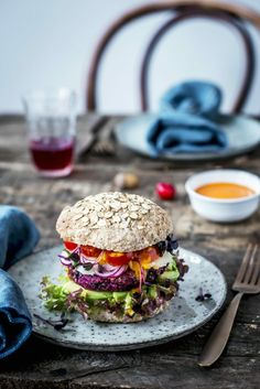 Veggie burger with beet root and beluga lentil patty, avocado and vegs Sandwiches Gourmets, Beste Burger, Good Food, Yummy Food, Burger And Fries, Vegan Burgers, Food Inspiration, Carne, Food To Make