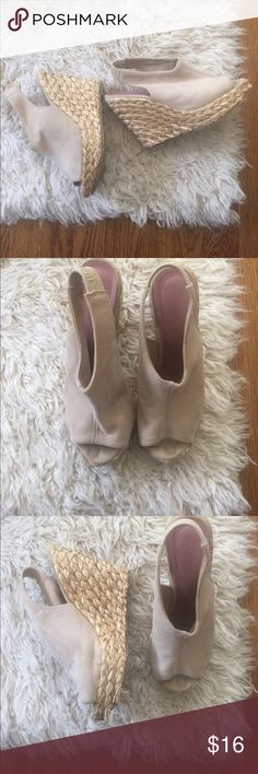 Carlos Santana Tan Straw Heel Platforms Such a fun pair of summer shoes! These high platforms have a straw wedge heel and soft tan slingback upper. These show wear in the straw and some marks on the upper. These make your legs look extra long! Carlos Santana Shoes Wedges