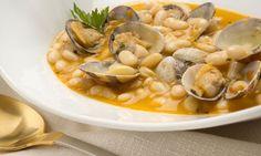 Receta de Pochas con almejas - Karlos Arguiñano Pasta Soup, Spanish Food, Spanish Recipes, Happy Foods, French Food, Clams, Soup And Salad, Chana Masala, Tapas