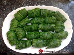 Great recipe for Dolmadakia with lettuce. Delicious dolmadakia (Greek stuffed leaves) with lettuce. Recipe by κριστινα-κι Parsley Salad, Greek Cooking, Group Meals, Mediterranean Recipes, Weight Watchers Meals, Greek Recipes, Main Meals, Bon Appetit, Lettuce