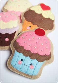 PDF Document with written instructions with photos on how to hand sew 4 little felt cupcake cookies :) Suitable to turn them into adorable pincushions, keychains or toy plushies for the little ones! ** Please take note that this is a PDF file so you can immediately download it, save it and print it yourself after purchase. This does not include the finished product, supplies or fabrics. Also, this does not teach you how to do garlands, key chains or hanging ornaments. ** Language: English…
