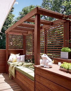 36 Impressive DIY Outdoor Privacy Screens Ideas You'll Love - - Easy DIY outdoor privacy screens for decks, backyard, fence, and balcony with simple materials like metal and wood to create free standing or movable screens. Backyard Patio Designs, Pergola Designs, Pergola Patio, Pergola Kits, Backyard Landscaping, Modern Pergola, Outdoor Decking, Outdoor Beds, Privacy Fence Designs