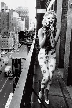 Marilyn Monroe LOVE this outfit. Looks like what is on trend now a days!