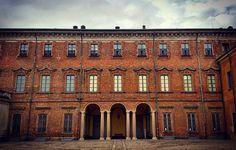 Palazzo Occidentale Villa Litta Lainate (MI). #villalitta #villa #visit_italiadascoprire #volgoitalia #f4f #instagood #instalike #instafollow #tagsforlikes #lombardia #vivolombardia #vivo_lombardia #ig_lombardia #igerslombardia #picoftheday #architettura #architecture #milano #milan #volgolombardia #lainate #milanodavedere #villestoriche #litta #borromeo #greatcaptures #great_captures_italia #italy #italia #autunno by 1_v_a_n__