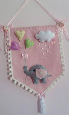 Moda Flâmula Felt Diy, Felt Crafts, Diy And Crafts, Baby Girl Nursery Decor, Baby Decor, Felt Banner, Baby Banners, Baby Sewing Projects, Felt Decorations