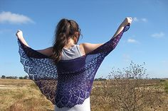 Evansia is an exclusive part of the yarnQuest kit #2 for the next six months. If you would like to be notified when the pattern becomes available for Ravelry download, please leave a note in the comments.