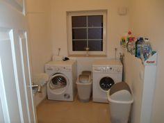 1. Etage:<br/><br/>•Großer Flur<br/>•Großes Wohnzimmer mit Kamin<br/>•Küche<br/>•Großes Schlafzimmer<br/>•Kinderzimmer&...