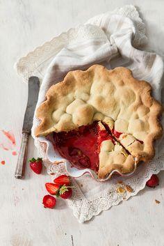 Rhubarb and strawberry pie by Renáta Török-Bognár - Stocksy United Pie Dessert, Dessert Recipes, Rhubarb Recipes, Rhubarb Pie, Rhubarb Desserts, Sweet Pie, Just Desserts, Love Food, Sweet Recipes
