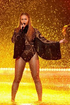 """Queen Bey flawlessly performed """"Freedom"""" on stage at the BET Awards."""