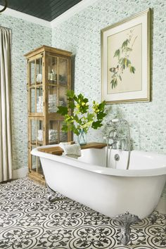 Pretty bathroom! Love the mix of prints from wall and floor.