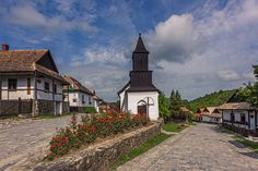 Hollókő is a Palóc ethnographic village in Hungary Agricultural Revolution, City Architecture, Travelogue, Hungary, The Good Place, Skyscraper, Beautiful Places, Traditional, Mansions