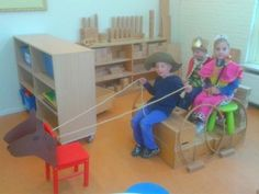 Love this dramatic play stagecoach! Farm Lessons, Preschool Lessons, Cowboy Theme, Western Theme, Chateau Moyen Age, Sunday School Projects, Fairy Tale Theme, Dramatic Play Centers, Château Fort