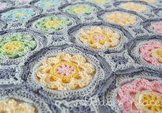 Flowers by Dragana Savkov need pattern for this shawl
