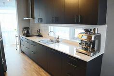 ELDHÚS FYRIR OG EFTIR / AÐFERÐ Kitchen Island, Kitchen Cabinets, Home Decor, Island Kitchen, Decoration Home, Room Decor, Cabinets, Home Interior Design, Dressers