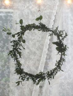 Simpele krans van bladeren gemaakt voor trouwerij 30 mei 2015
